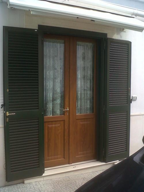 persiana in ferro verniciata verde e infisso in pvc